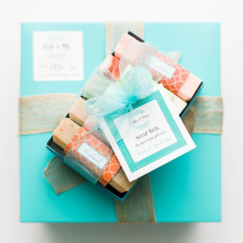 logo for Lillie and Pine showing a wrapped package